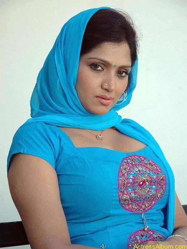 telugu-tamil-actress-bhuvaneshwari-in-chudidhar-photos_actressphotoszone.blogspot.com_349