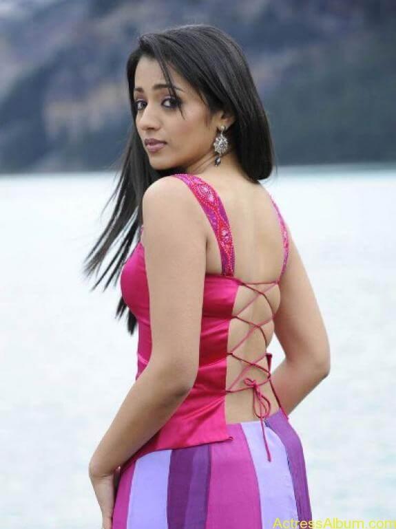 Trisha Cute Stills (5)