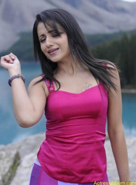 Trisha Cute Stills (6)
