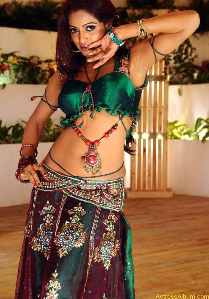 Udhaya-Bhanu-latest-photos-12