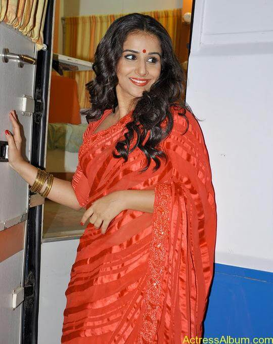 VIDYA BALAN RED HOT SAREE PHOTOS4