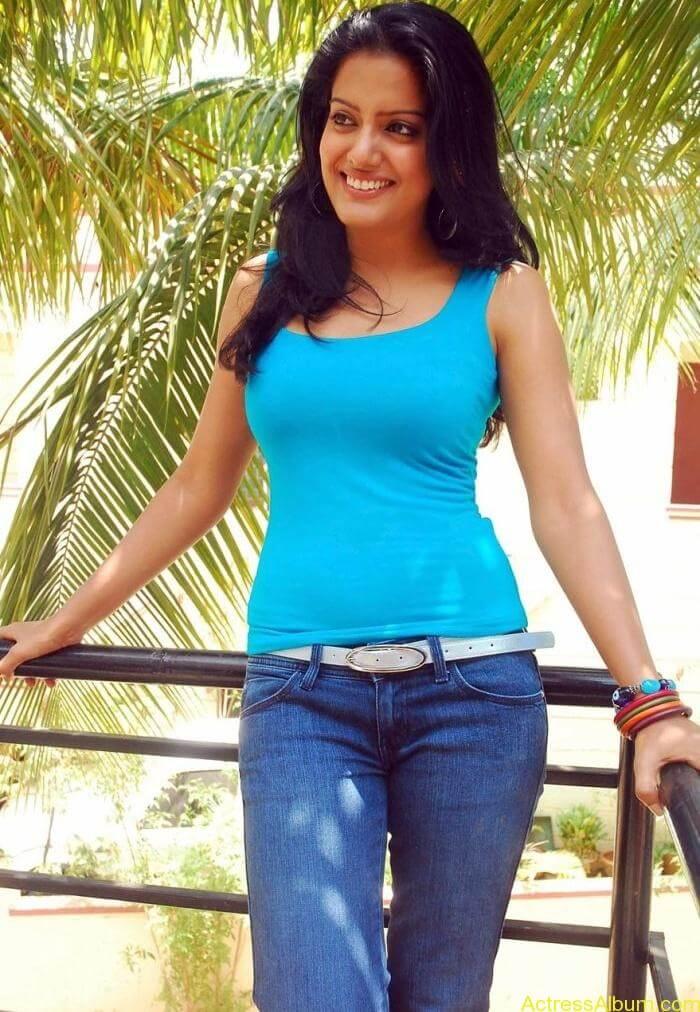 Vishaka_Singh_Jeans_ Pictures2