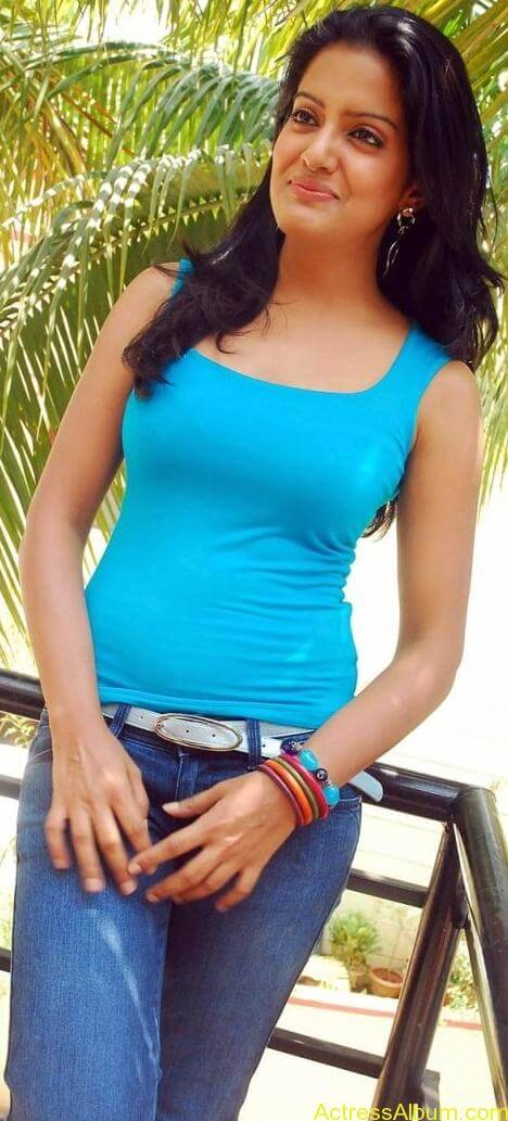 Vishaka_Singh_Jeans_Pictures4