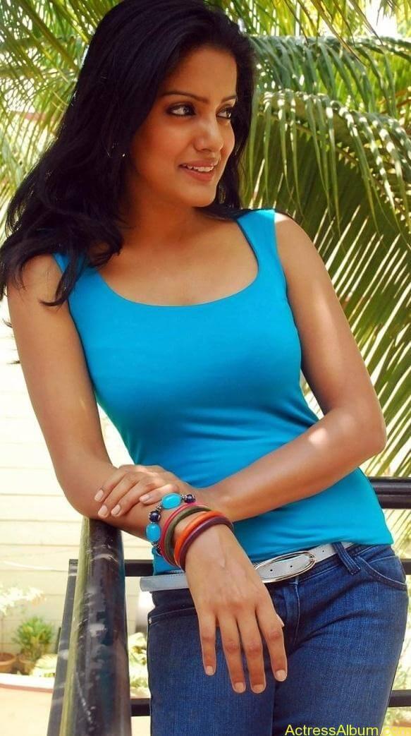 Vishaka_Singh_Jeans_Pictures7