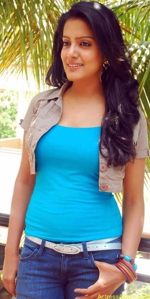 Vishaka_Singh_JeansPictures_9