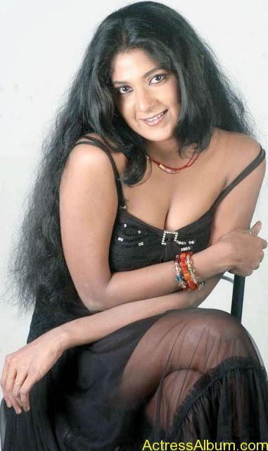 Yagna_Shetty_Spicy_Hot_1