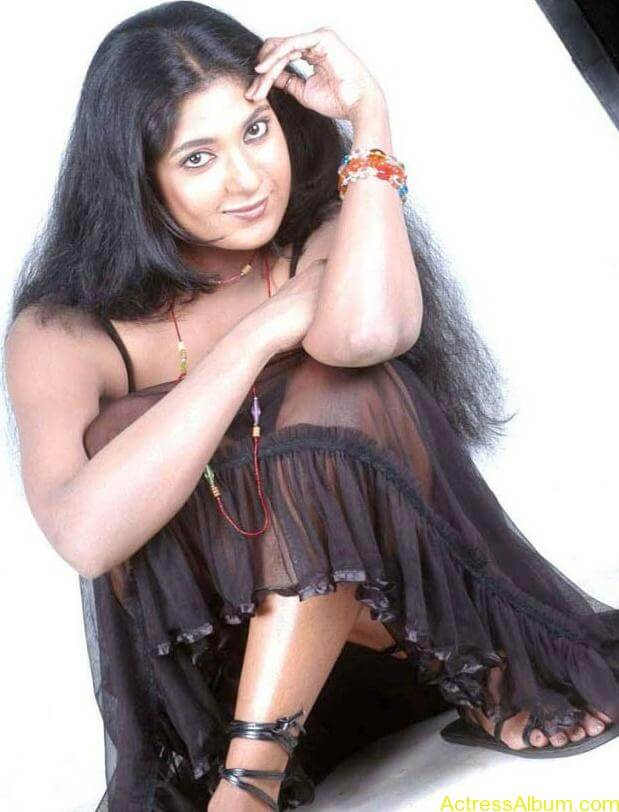 Yagna_Shetty_Spicy_Hot_10