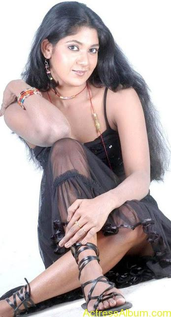 Yagna_Shetty_Spicy_Hot_11