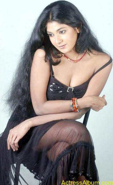 Yagna_Shetty_Spicy_Hot_13