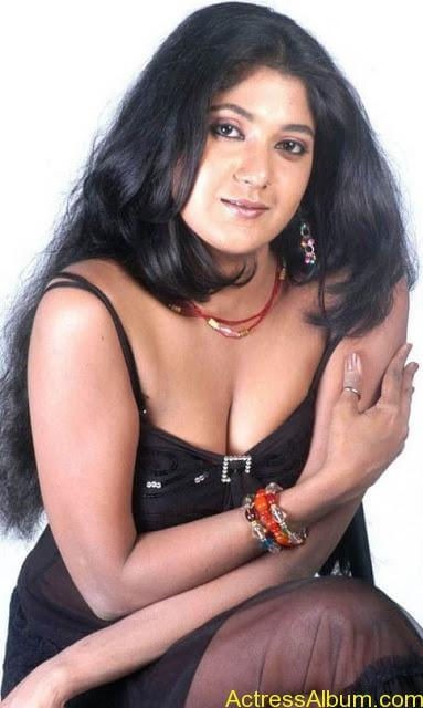 Yagna_Shetty_Spicy_Hot_15