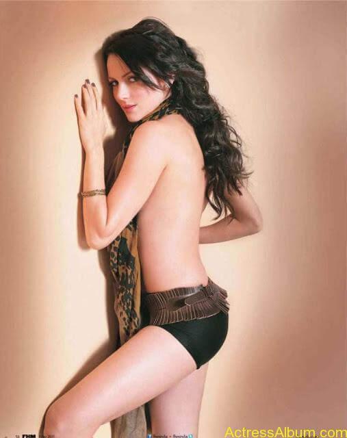yana-gupta-topless11