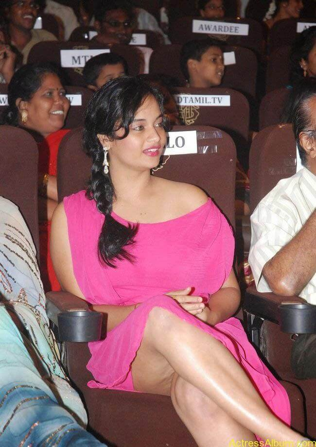 South Actress Suja Varunee Hot Spicy Leg Show Pics In Pink