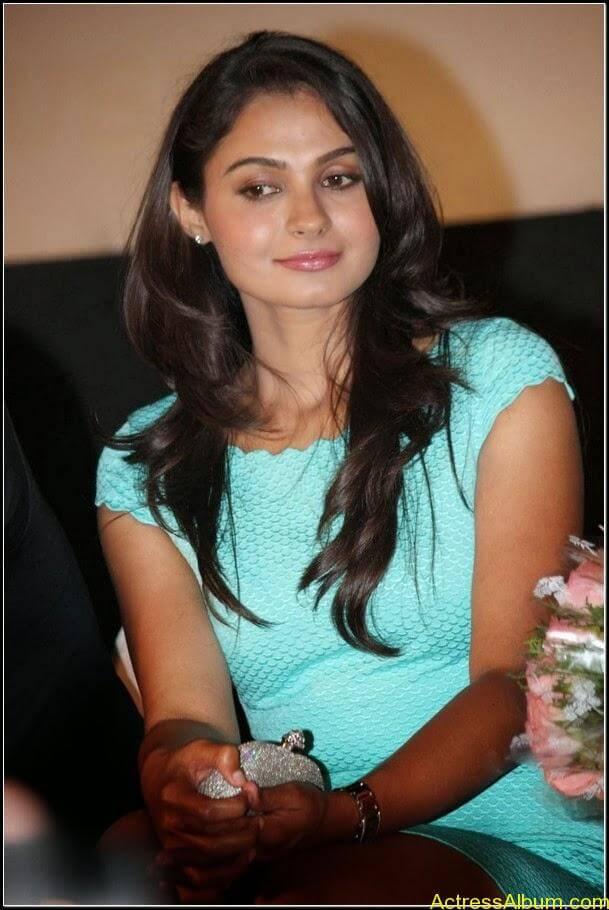 Actress Andrea jeremiah Navel Pics 1