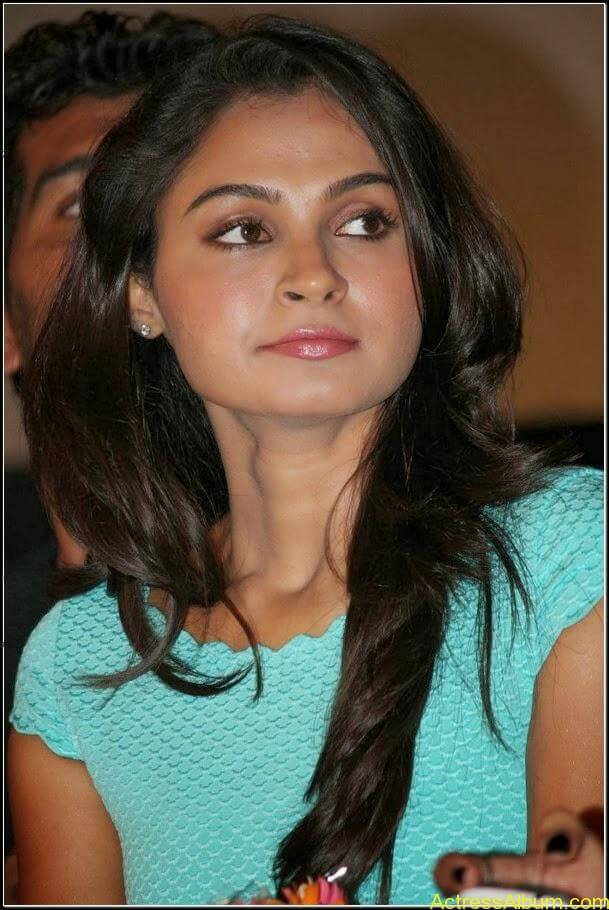 Actress Andrea jeremiah Navel Pics 4