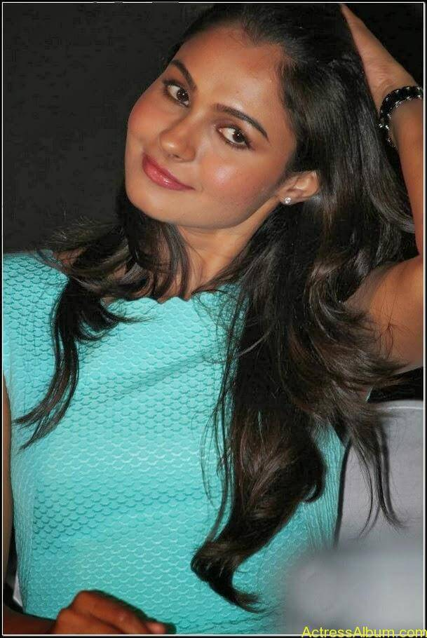 Actress Andrea jeremiah Navel Pics 6