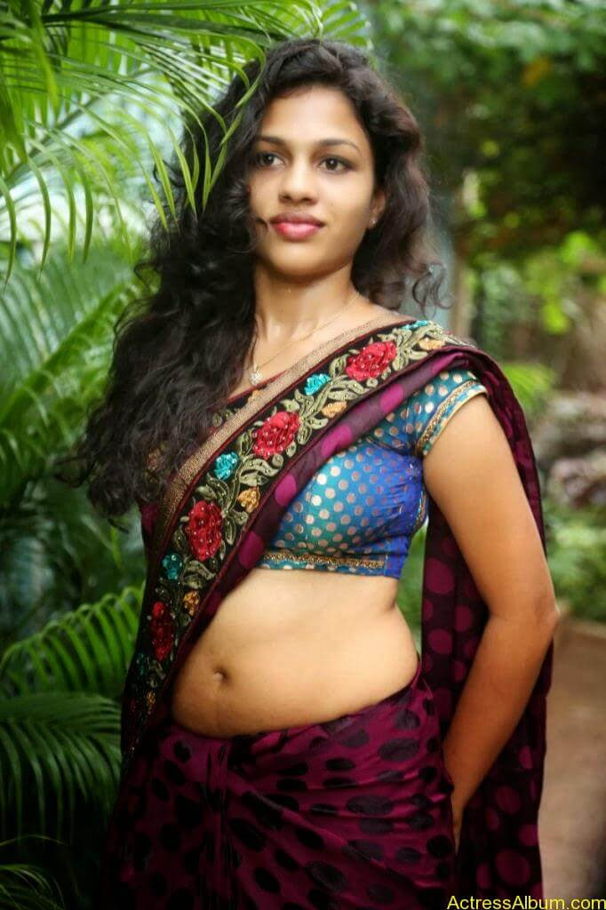 Actress Chaitra Exposing Navel Show13