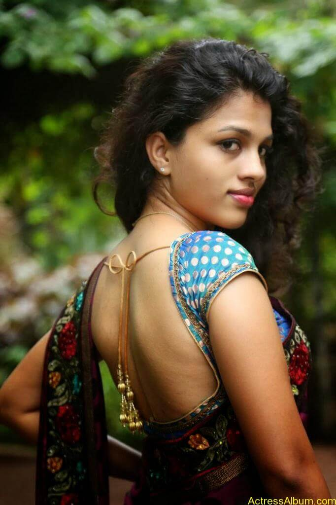 Actress Chaitra Exposing Navel Show14