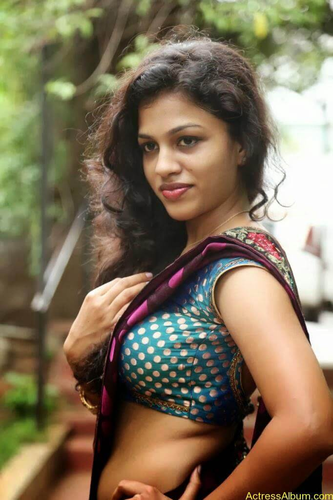 Actress Chaitra Exposing Navel Show6
