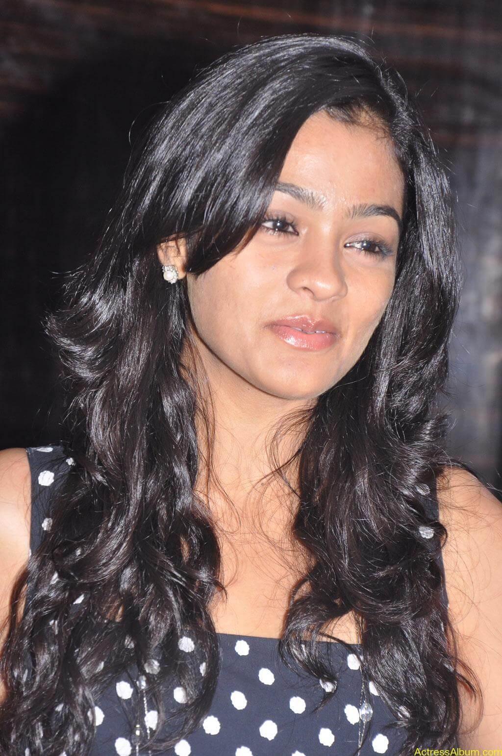 Actress Gayatri At Pozhudhu Movie Audio Launch (4)
