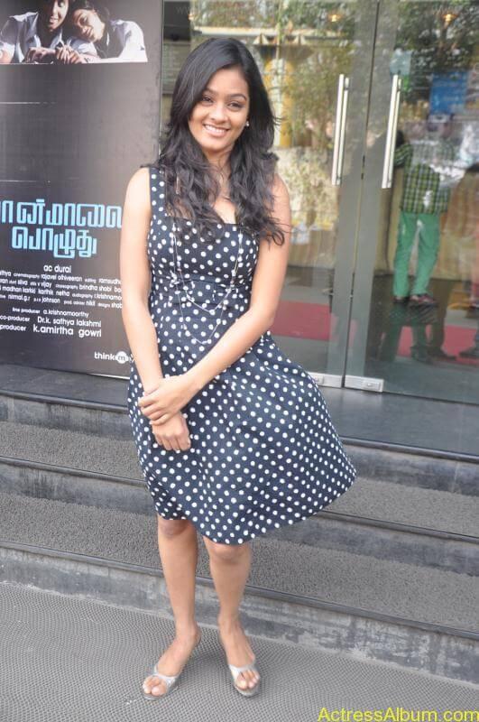 Actress Gayatri At Pozhudhu Movie Audio Launch (8)