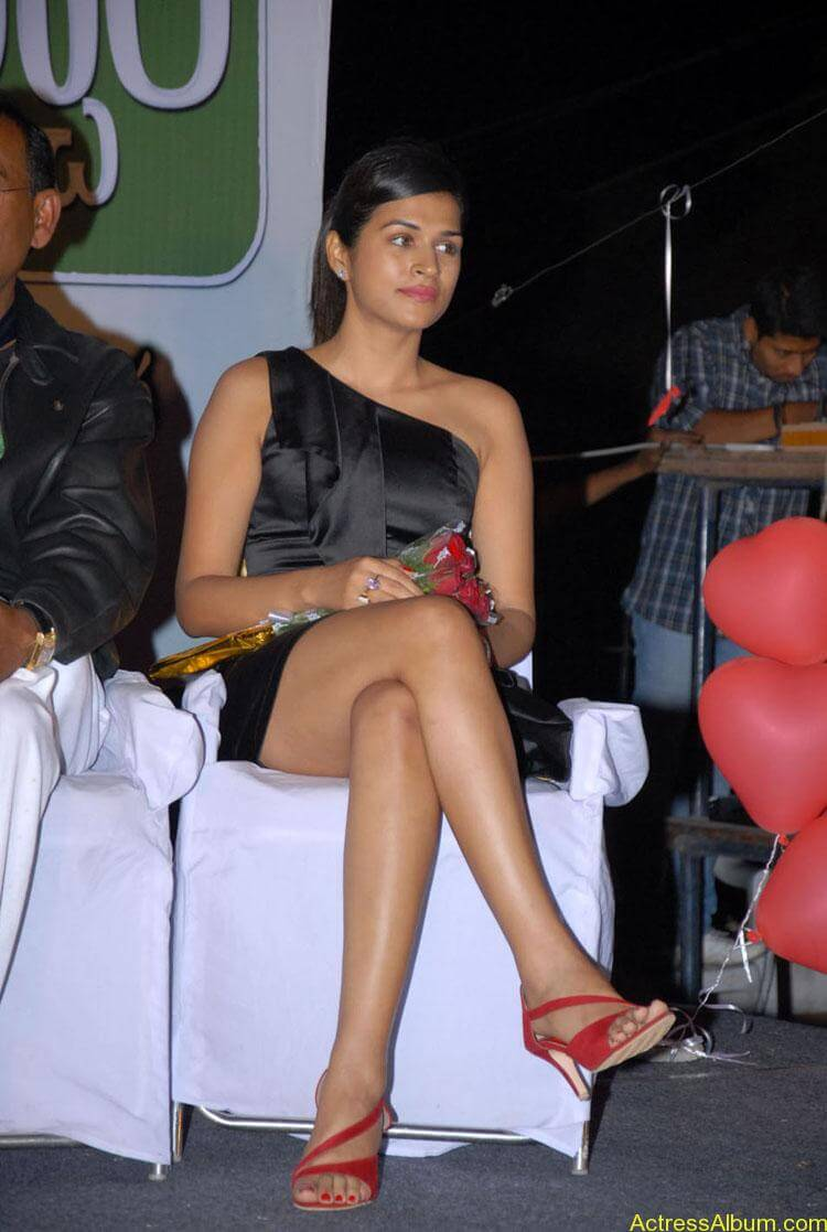 Actress-Shraddha-Das-Hot-Stills (13)