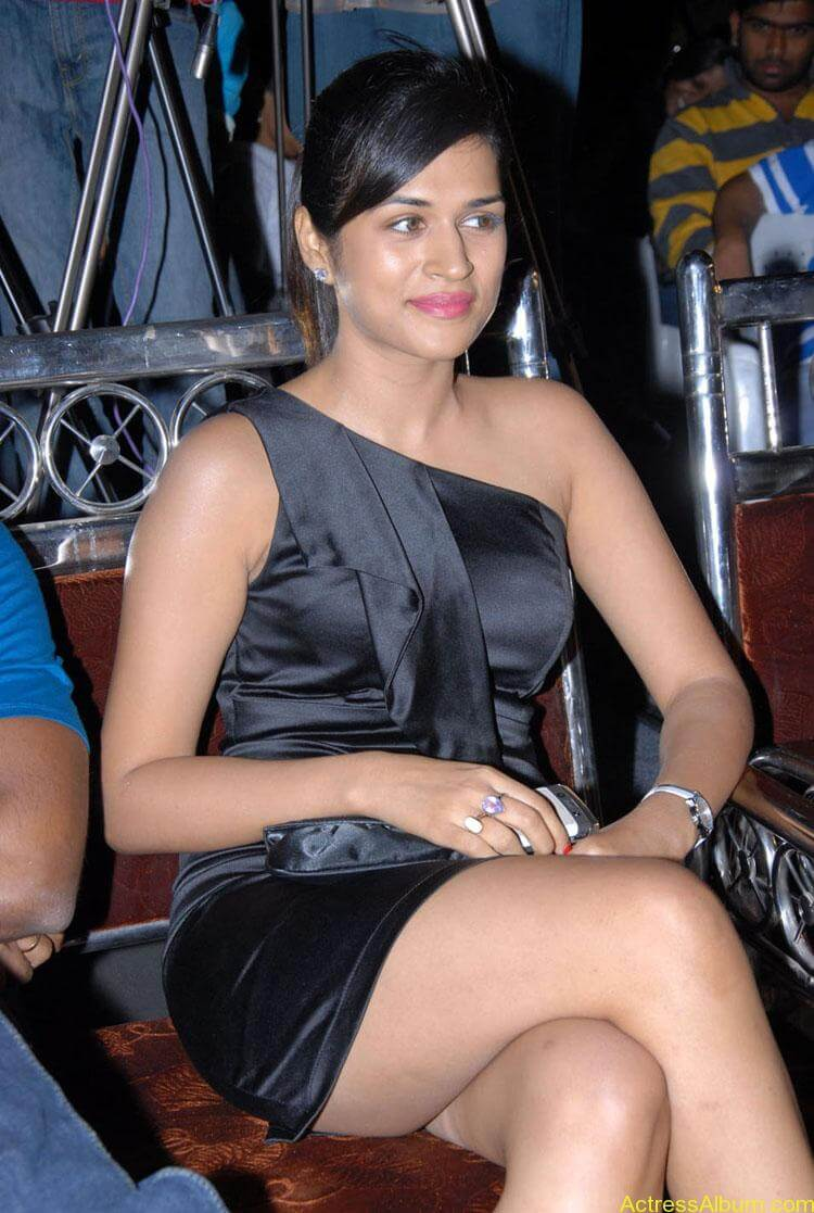 Actress-Shraddha-Das-Hot-Stills (5)