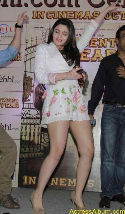 alia-bhatt-exposing-legs