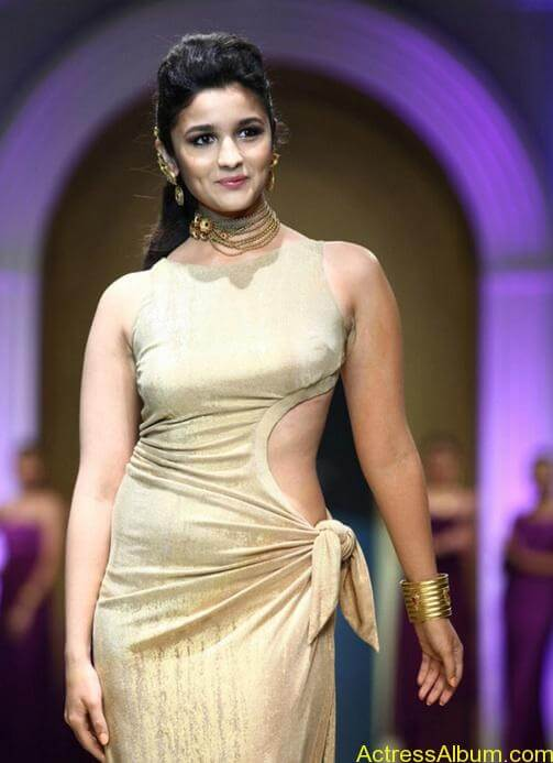 alia-bhatt-sexy-curves
