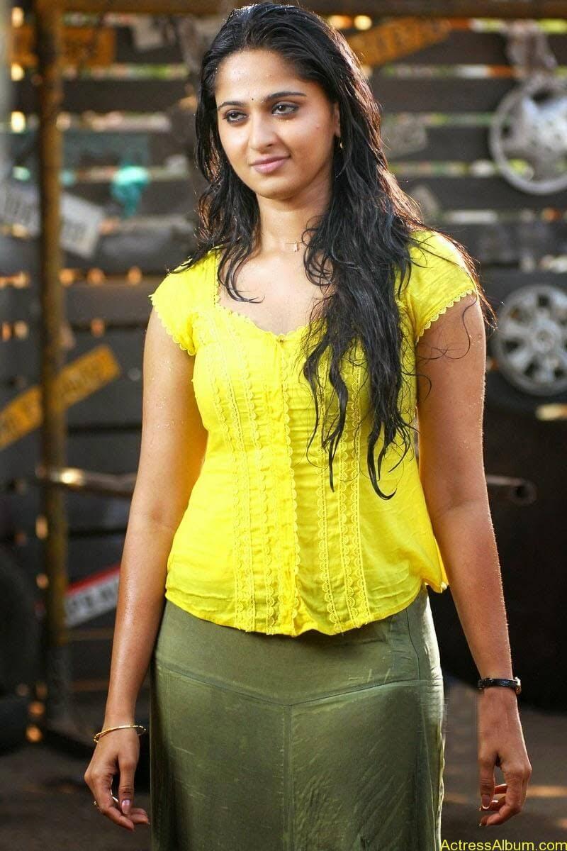 Anushka Hot In Yellow Dress (15)