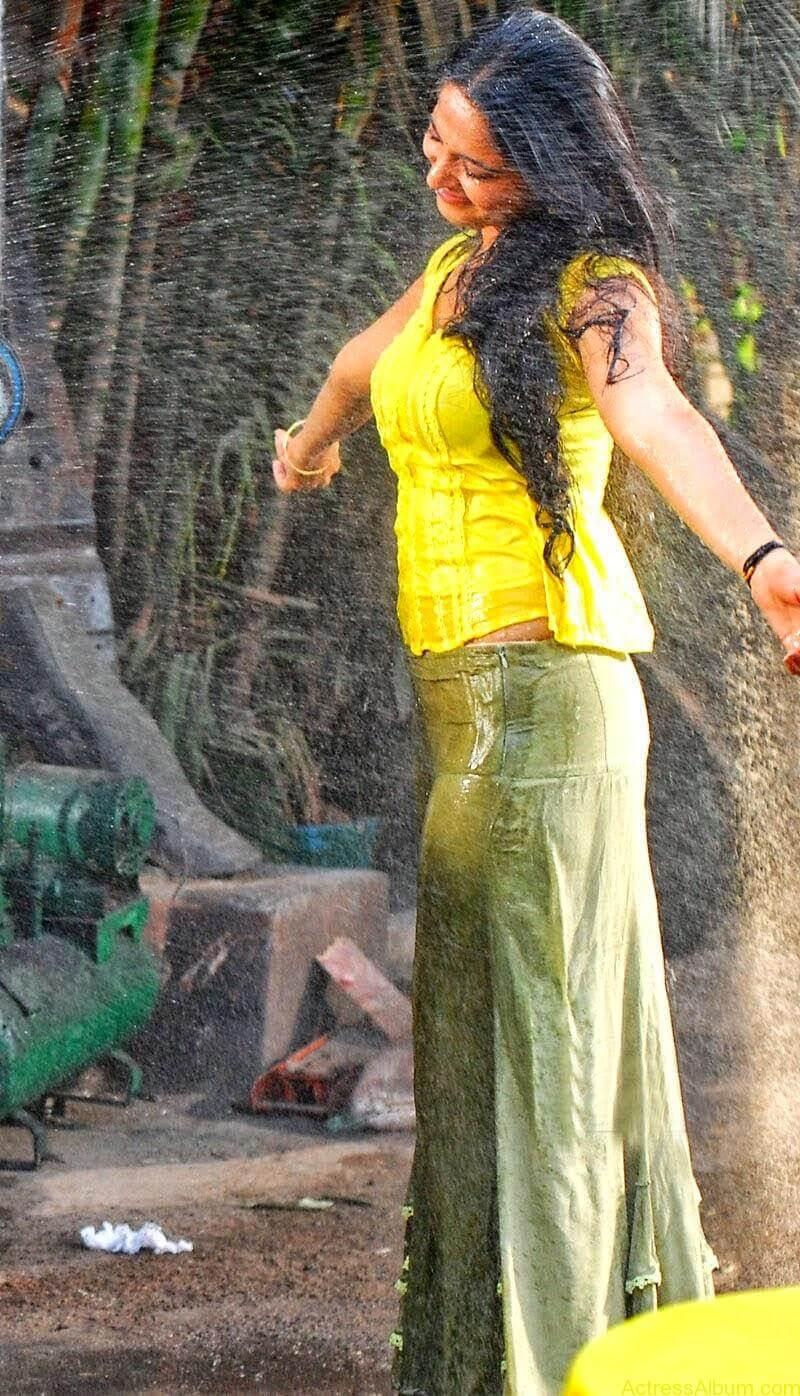 Anushka Hot In Yellow Dress (2)