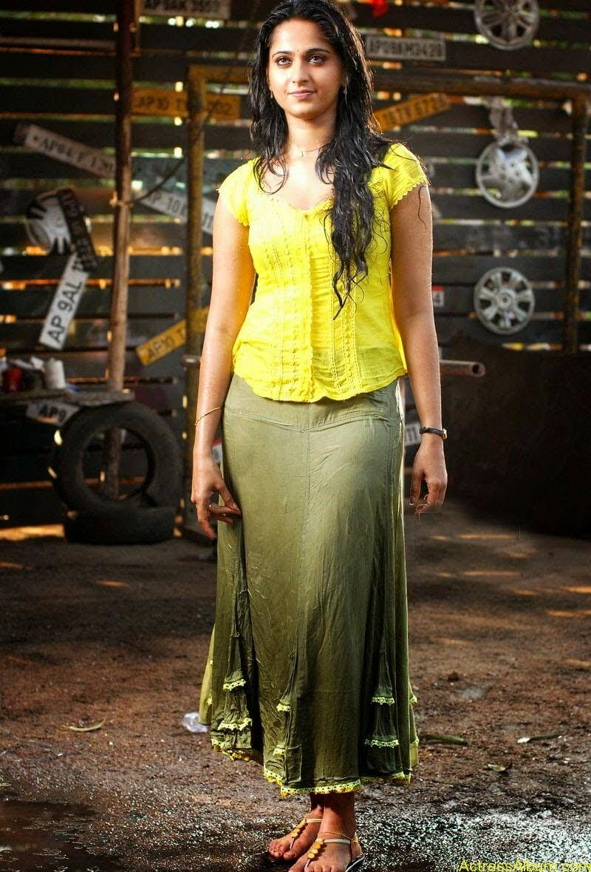 Anushka Hot In Yellow Dress (6)