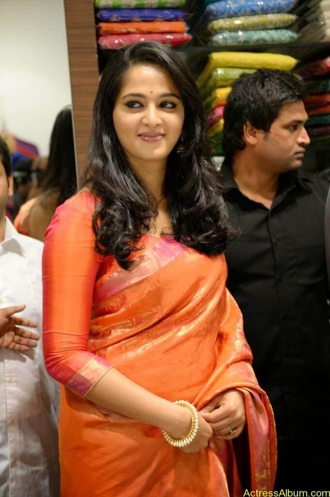 Anushka Launches Kalamandir Showroom (10)