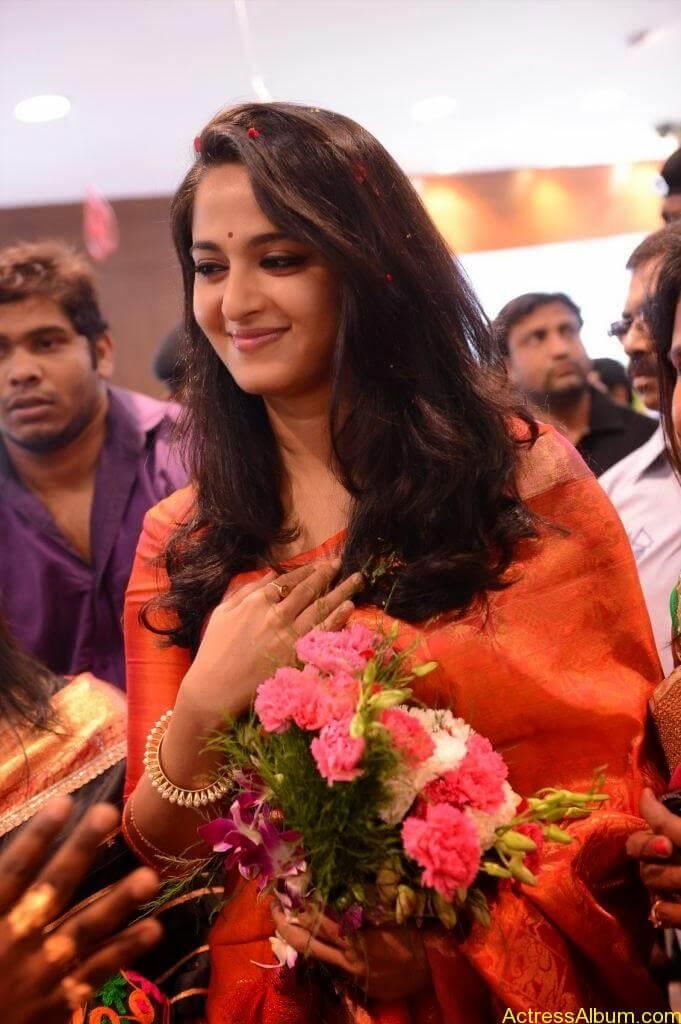 Anushka Launches Kalamandir Showroom (13)