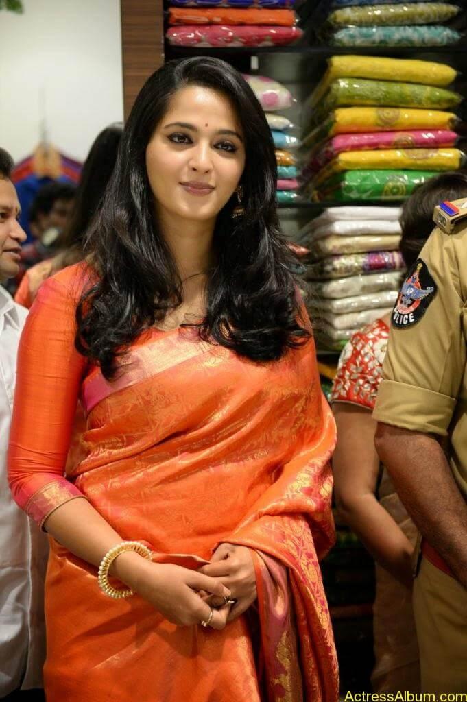 Anushka Launches Kalamandir Showroom (2)