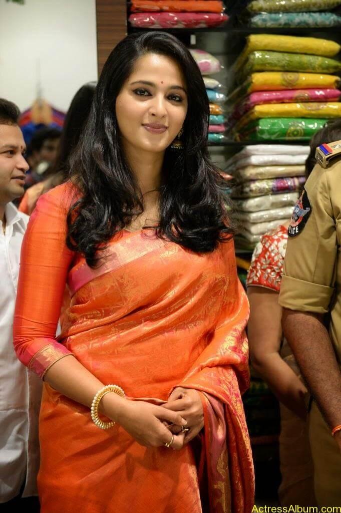 Anushka Launches Kalamandir Showroom (7)