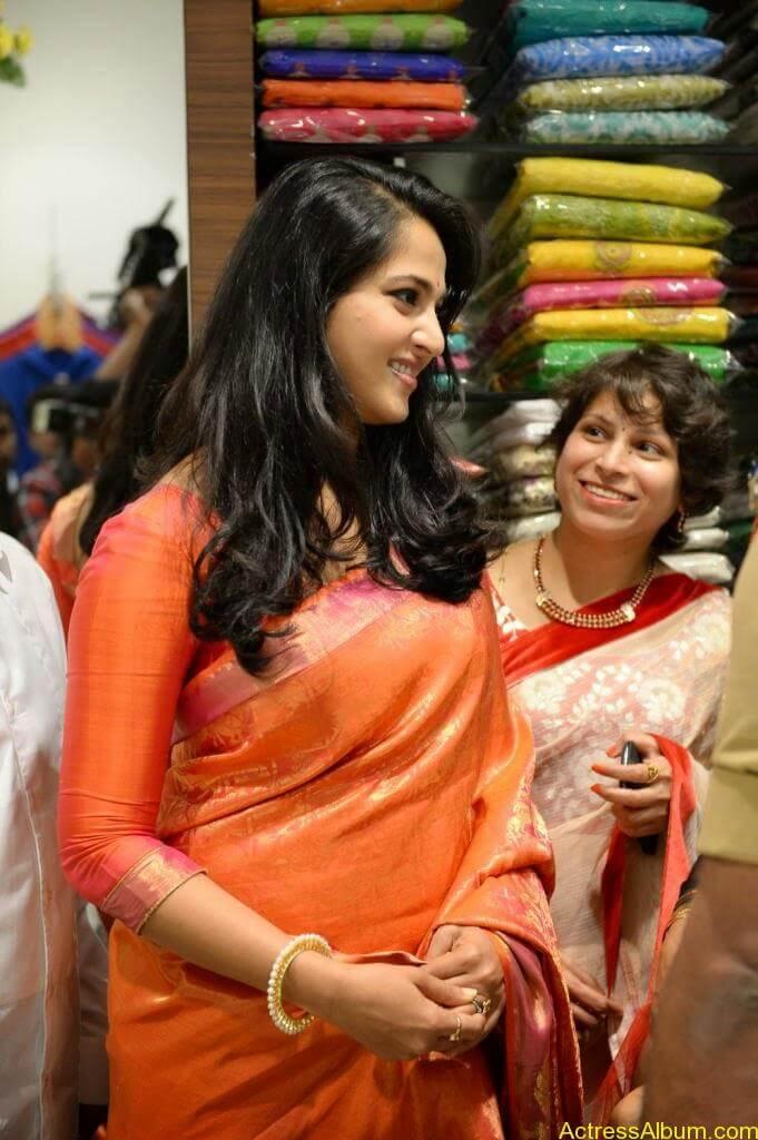 Anushka Launches Kalamandir Showroom (8)