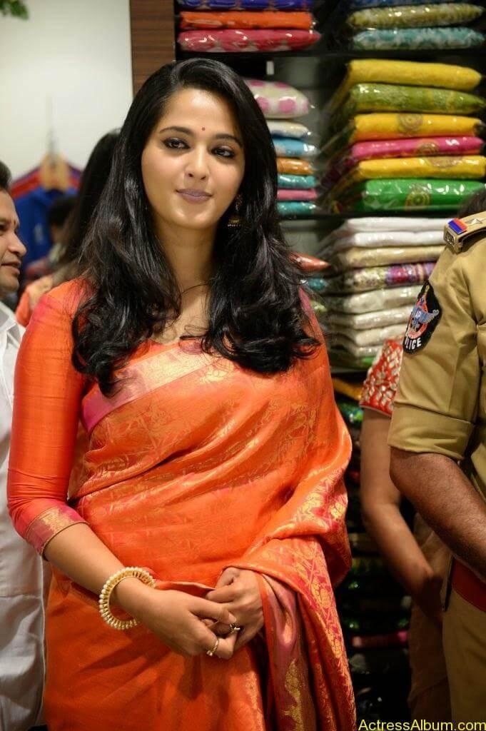Anushka Launches Kalamandir Showroom (9)