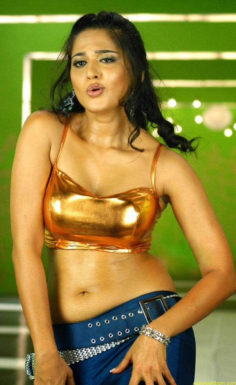 Anushka Shetty Latest Navel Show - Actress Album-1645