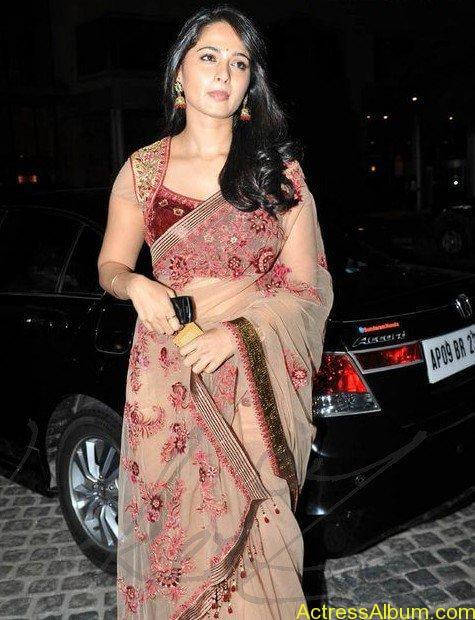 Anushka Shetty in hot saree at filmfare awards3