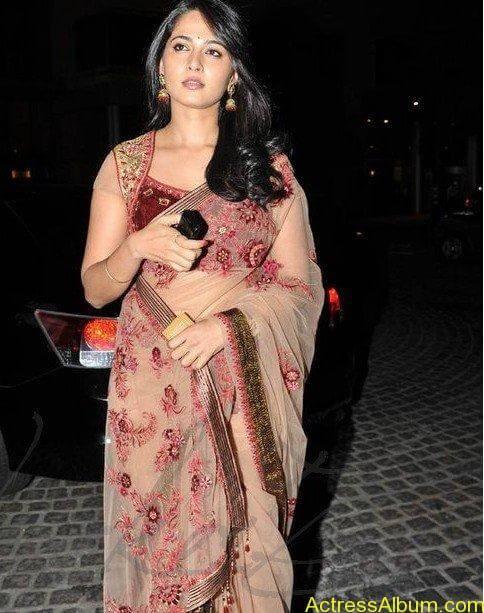 Anushka Shetty in hot saree at filmfare awards6