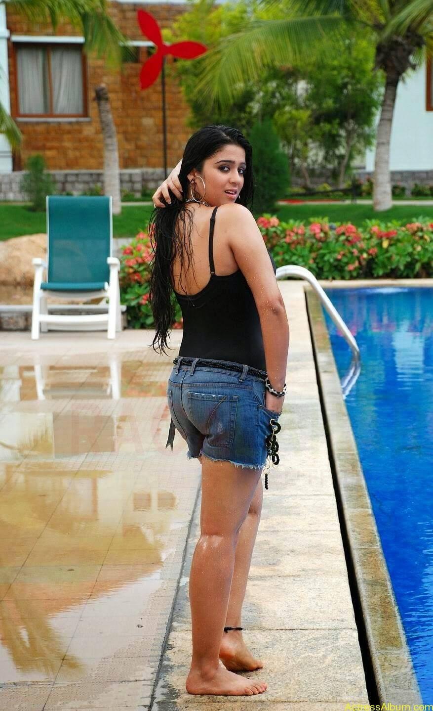 Charmi Thunder Thigh Show (2)