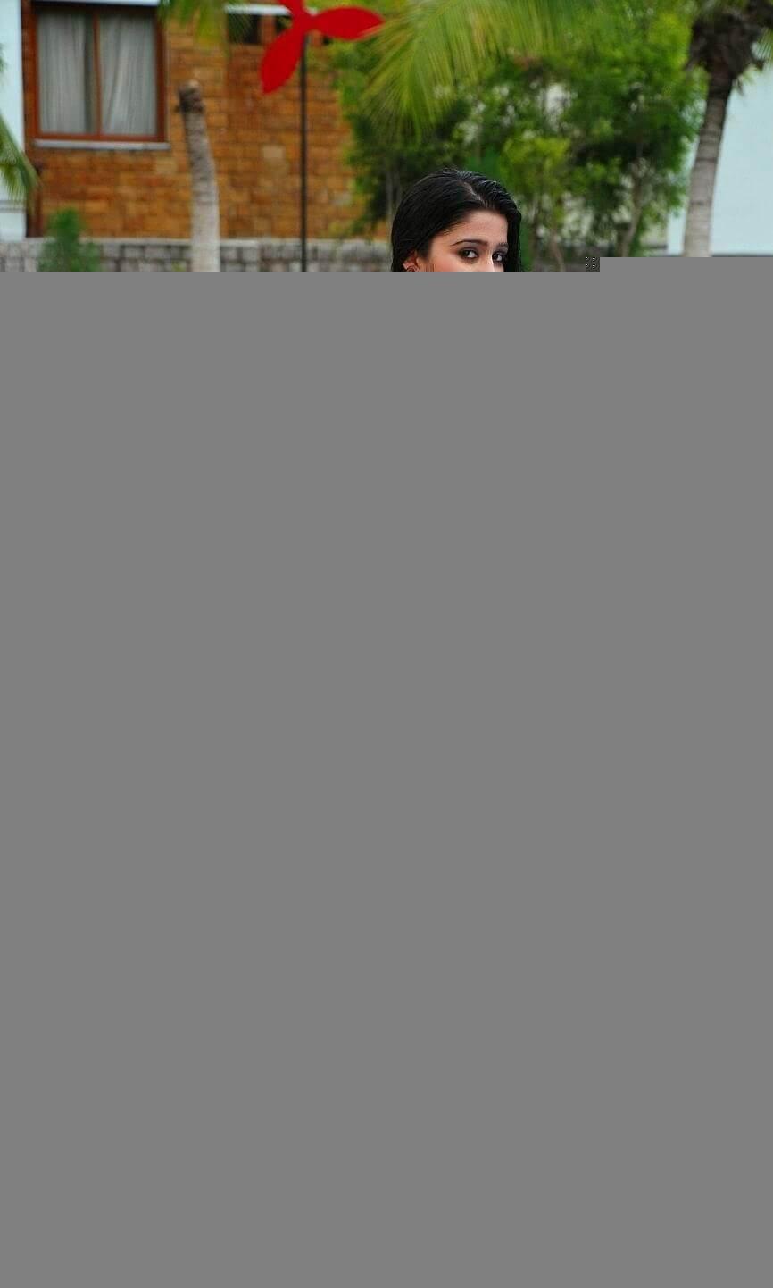 Charmi Thunder Thigh Show (4)