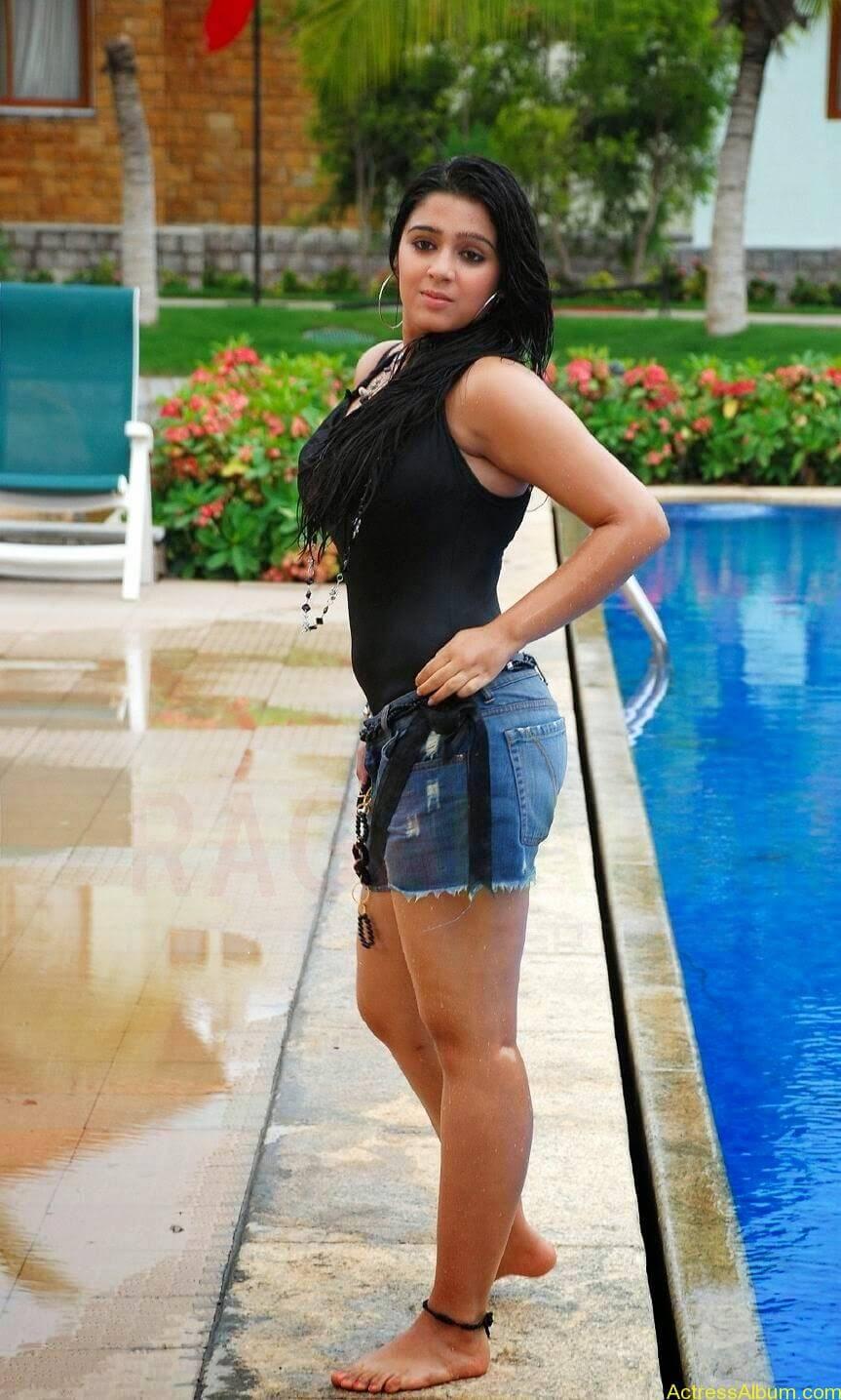 Charmi Thunder Thigh Show (5)