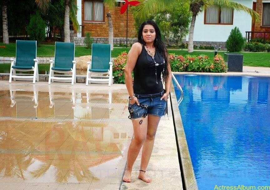Charmi Thunder Thigh Show (7)
