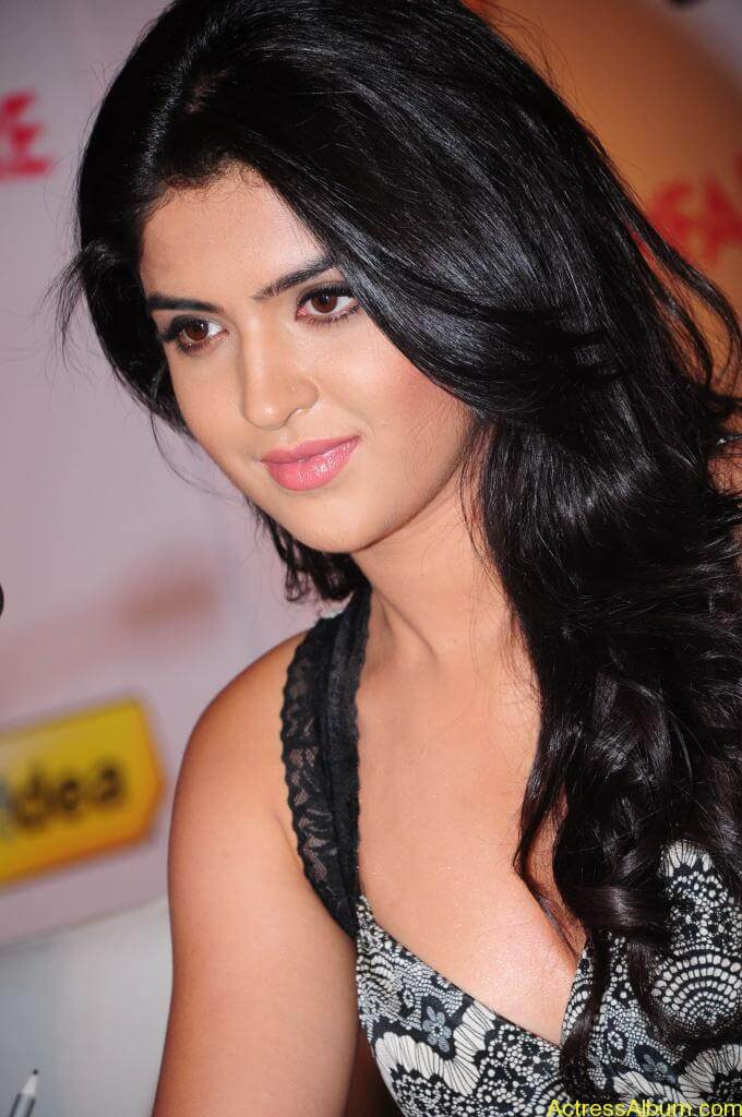 Deeksha Seth Latest Photo Gallery (1)