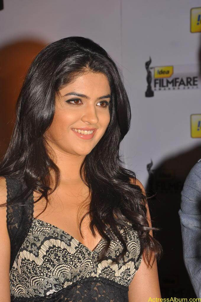 Deeksha Seth Latest Photo Gallery (19)