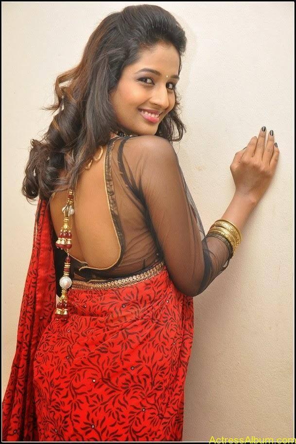 Esha Gupta Hot 16