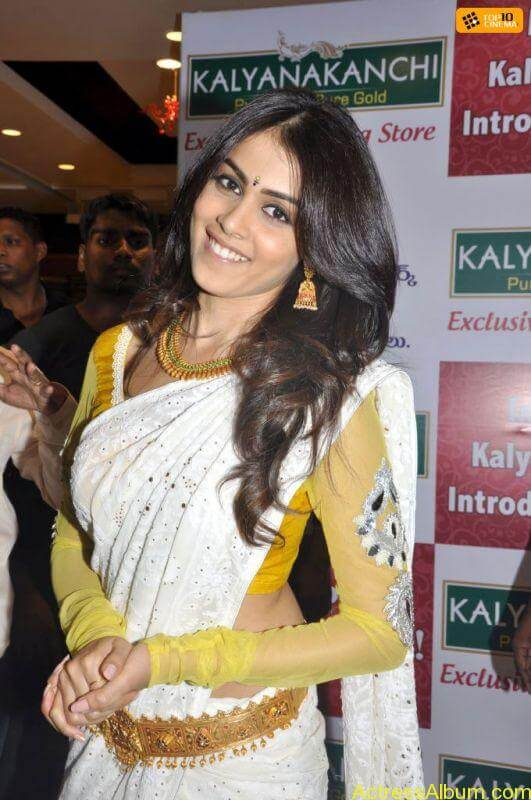 genelia_looking_cute_5