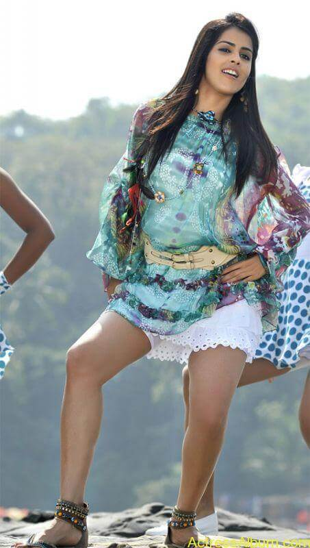 genelia_showing_sexy_thighs