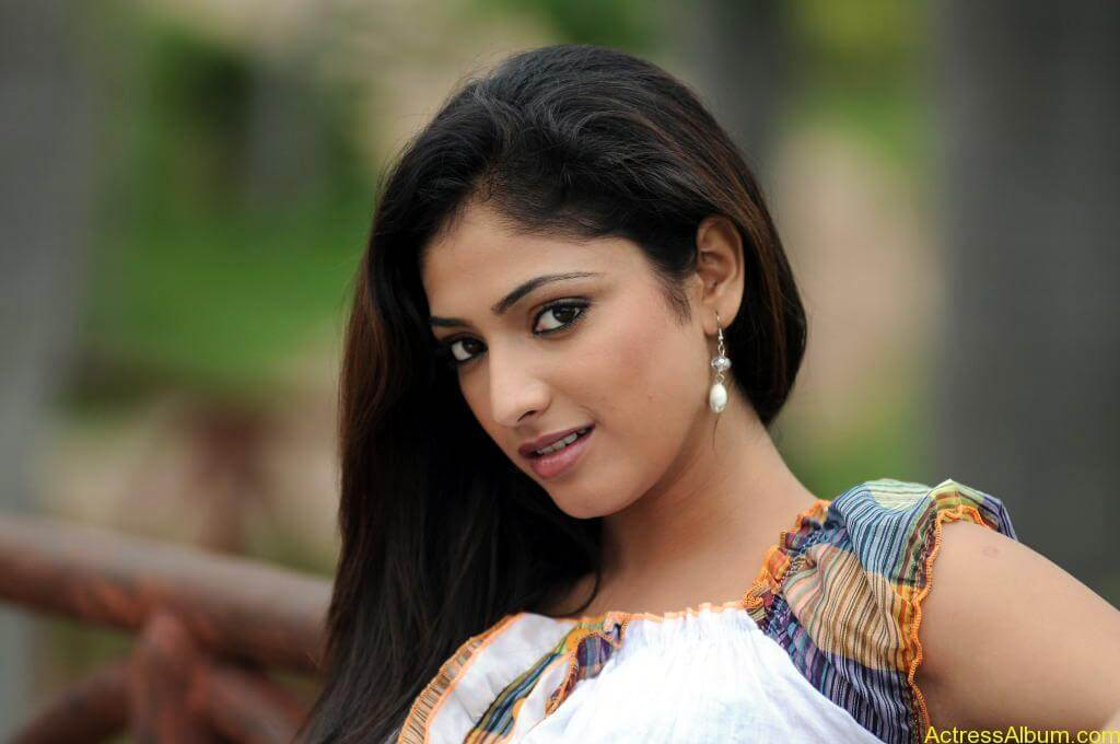 Haripriya Cute Photos (1)